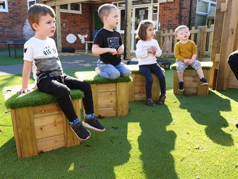 Small Moveable Artificial Grass-Topped Seat