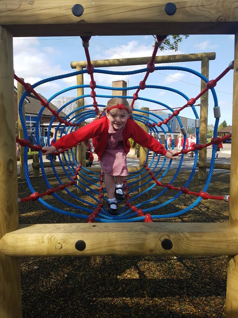 Rope Net Tunnel For School Playgrounds Pentagon Play
