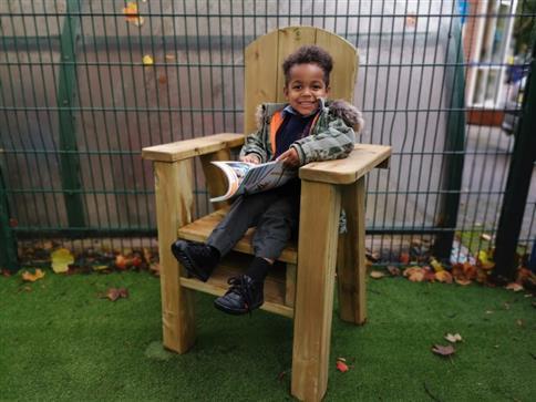 Freestanding Storytelling Chair