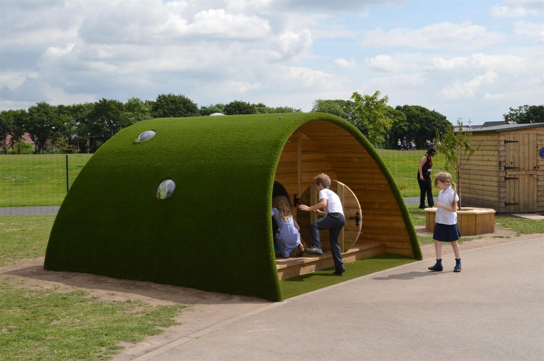 Chapelford Primary School S Hobbit Playhouse Pentagon Play