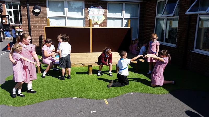 Outdoor performance area for schools