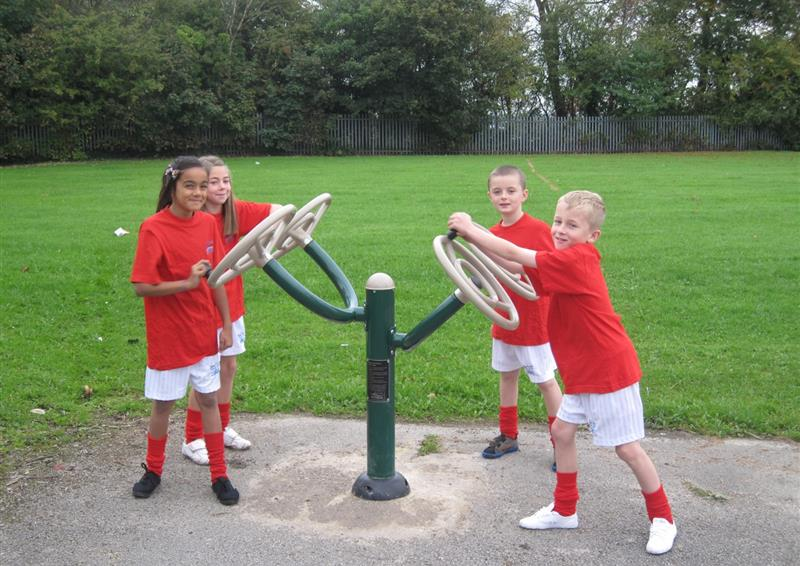 outdoor gym equipment for parks