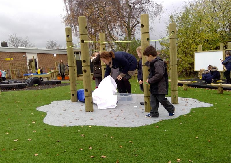 den-making posts eyfs